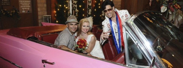 viva-las-vegas-weddings-elvis-pink-caddy